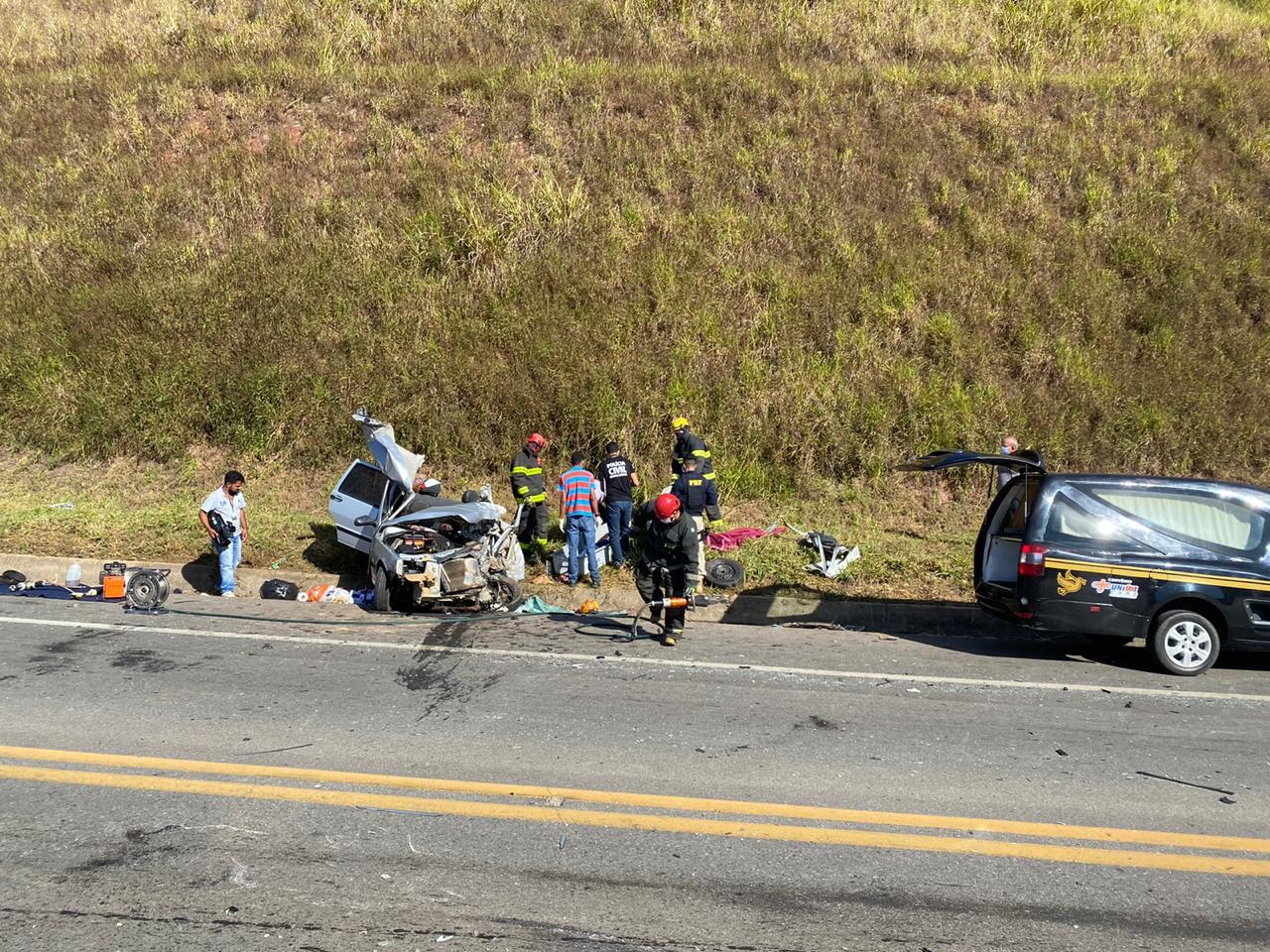 Três pessoas morreram e uma criança ficou gravemente ferida em um ...